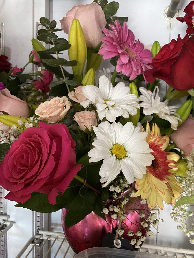 Chona's Flower Shop & Gifts: 13646 Magnolia Ave, Corona, CA