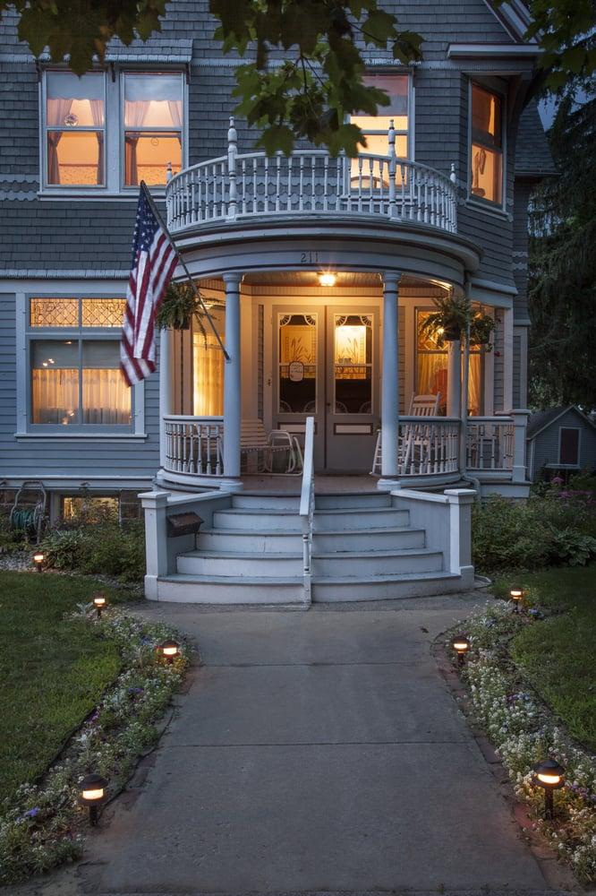 Parkview Bed & Breakfast: 211 N Park St, Reedsburg, WI