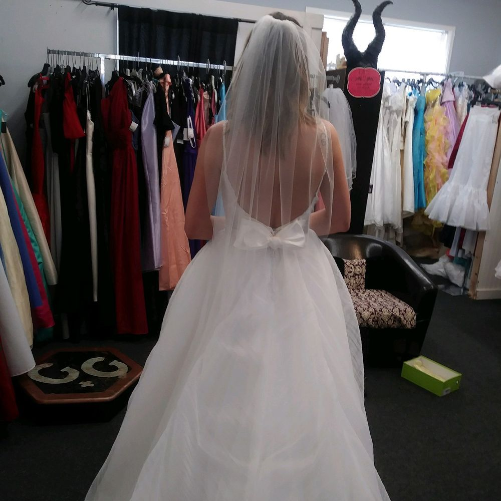 Gown & Glove Bridal Consignment - 10 Reviews - Bridal - 1521 ...