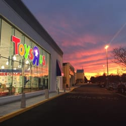 Toys R Us Closed 11 Reviews Toy Stores 600 Trotter Way