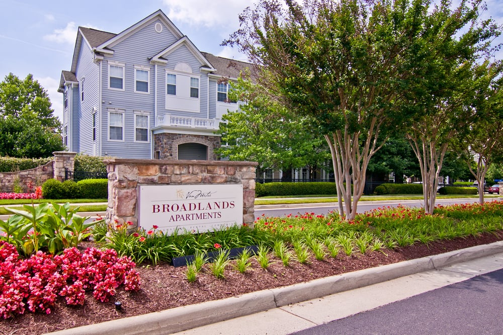 Broadlands Apartments: 21799 Crescent Park Square, Ashburn, VA