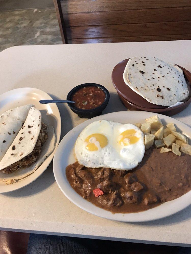 Azucena's Mexican Restaurant: 900 E Pierce St, Luling, TX