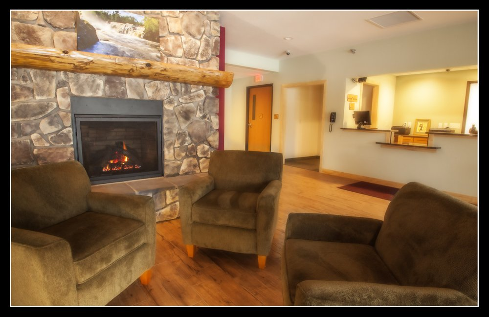 Junction Inn Suites & Conference Center: 2681 County Rd 70, Babbitt, MN