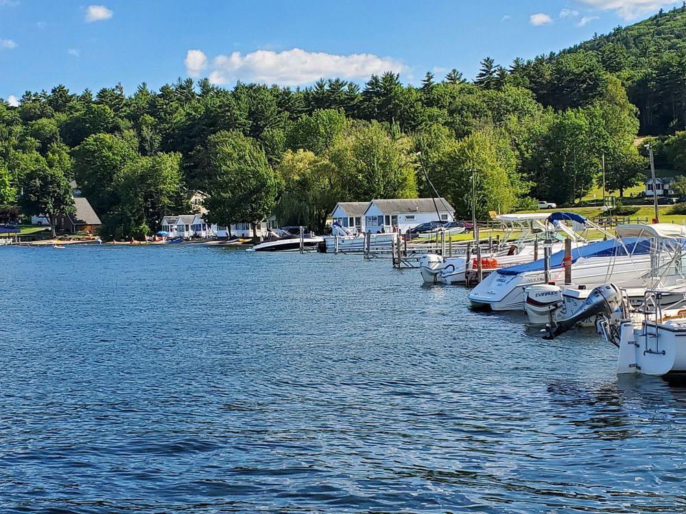 Ames Farm Inn: 2800 Lake Shore Rd, Gilford, NH
