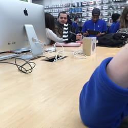 photo of apple store paramus nj united states genius table - Apple Store Garden State Plaza
