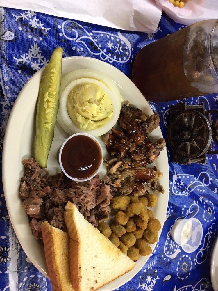 Cowboys BBQ: 557 S Allen St, Boyd, TX