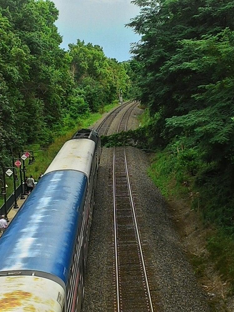Rippon VRE Station: 15511 Farm Creek Dr, Woodbridge, VA