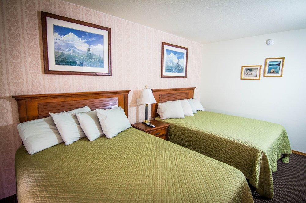 Caribou Hotel: 187 Glenn Hwy, Glennallen, AK
