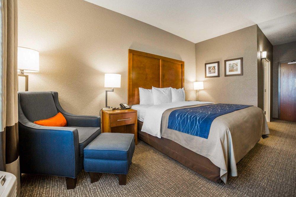 Comfort Inn & Suites: 201 W Fox Farm Rd, Cheyenne, WY