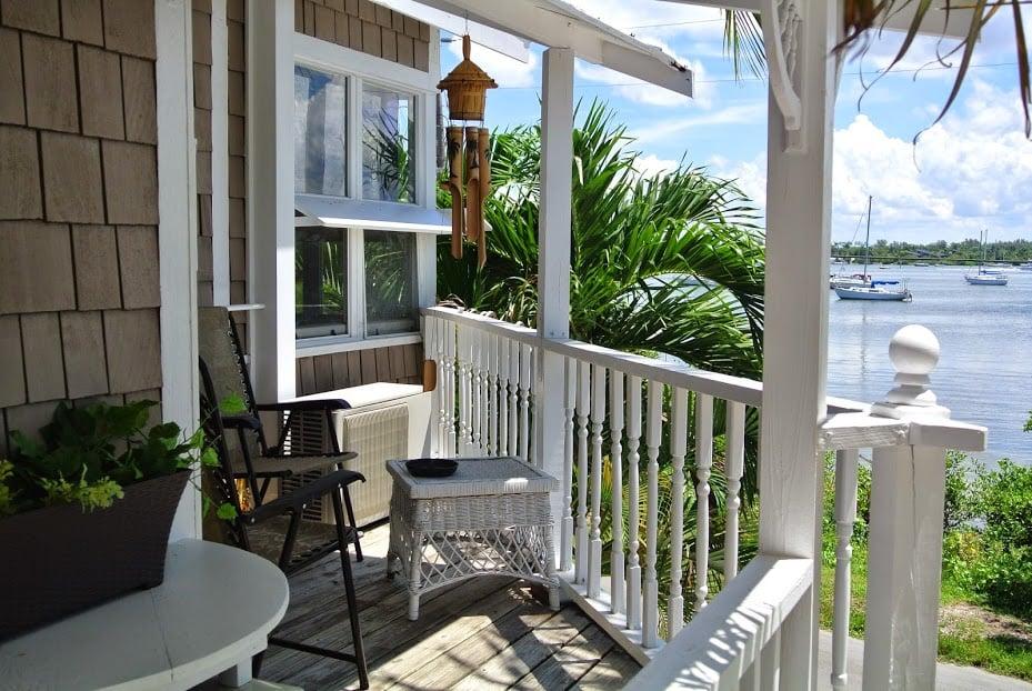 The Rush Inn: 400 Bay Dr S, Bradenton Beach, FL