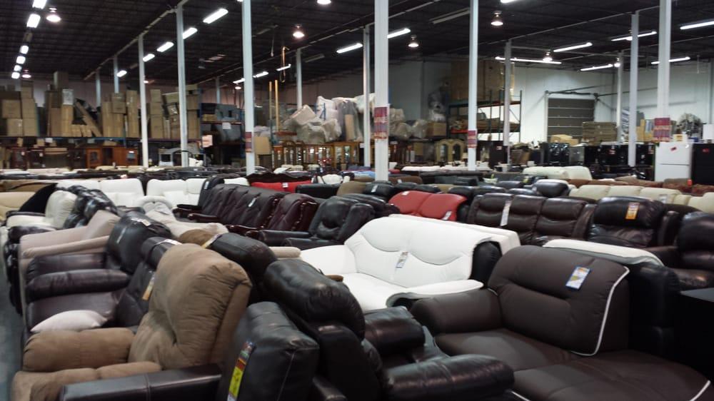 M ga meubles montr al lojas de mob lia 8755 boulevard for Meubles montreal mobilia