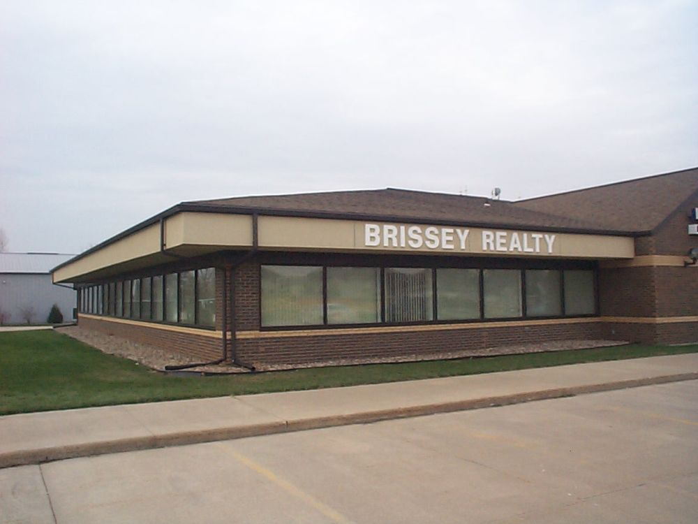 Brissey Realty: 3388 Kennedy Cir, Dubuque, IA