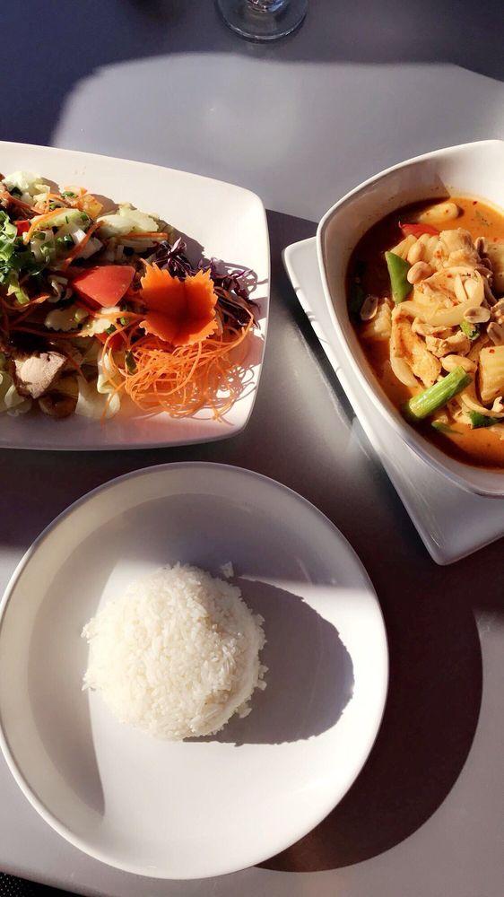 Siam Thai & Sushi: 5460 E Bay Dr, Clearwater, FL