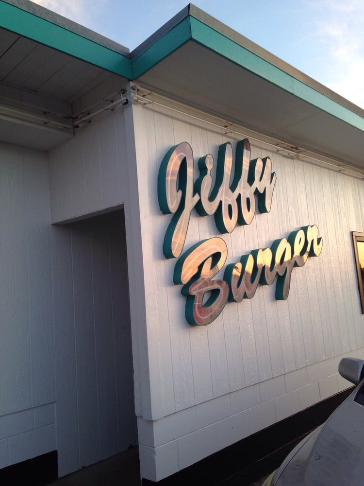 Jiffy Burger: 815 E Hwy 36, Smith Center, KS