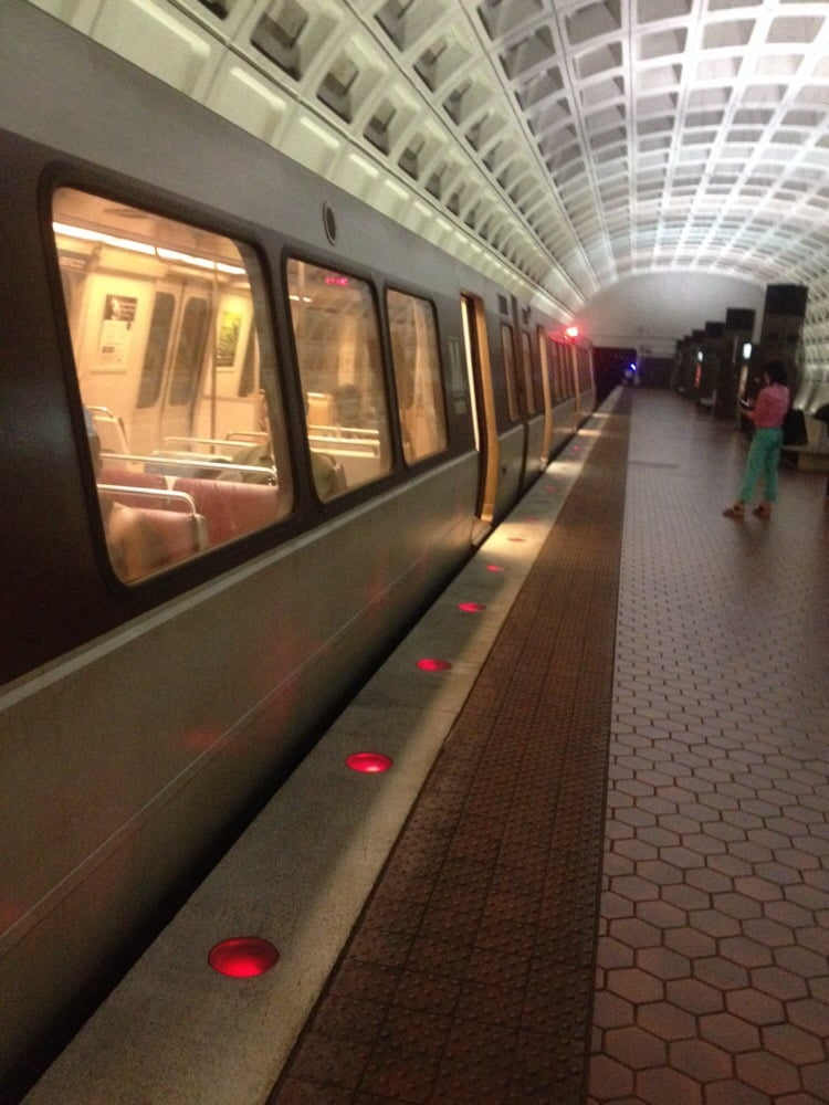 Capitol South Metro Station - Public Transportation ...