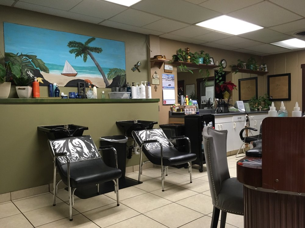 Cocomo's Salon & Day Spa: 1184 Broadway Ave, Atwater, CA