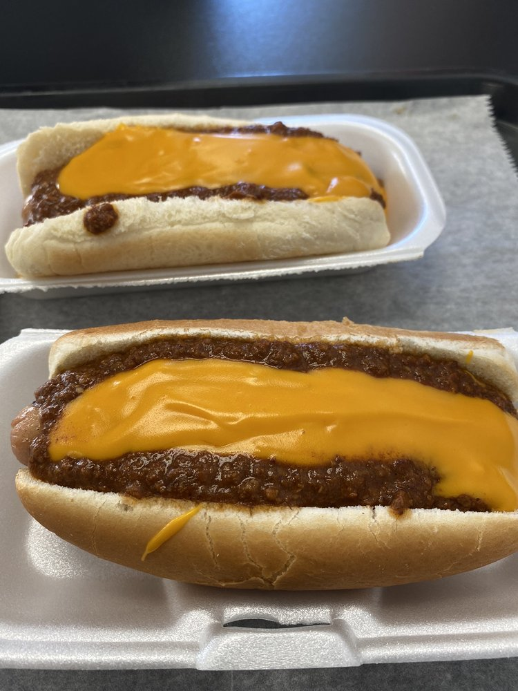 Sneaky Pete's Hot Dogs: 1521 Greenbrier Dear Rd, Anniston, AL