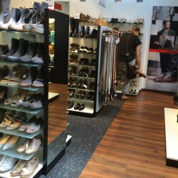 half off 71c4c c3591 LLOYD Factory Outlet - Outlet Stores - Top 311 Designer ...