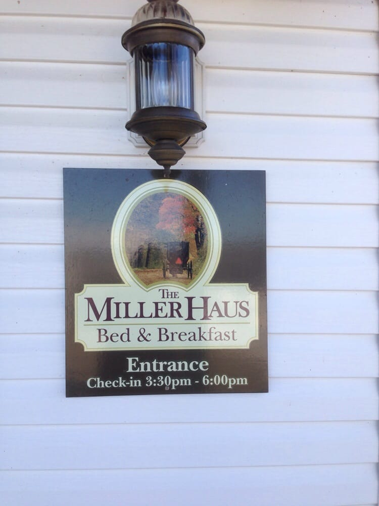 Miller Haus Bed & Breakfast: 3135 County Rd 135, Millersburg, OH
