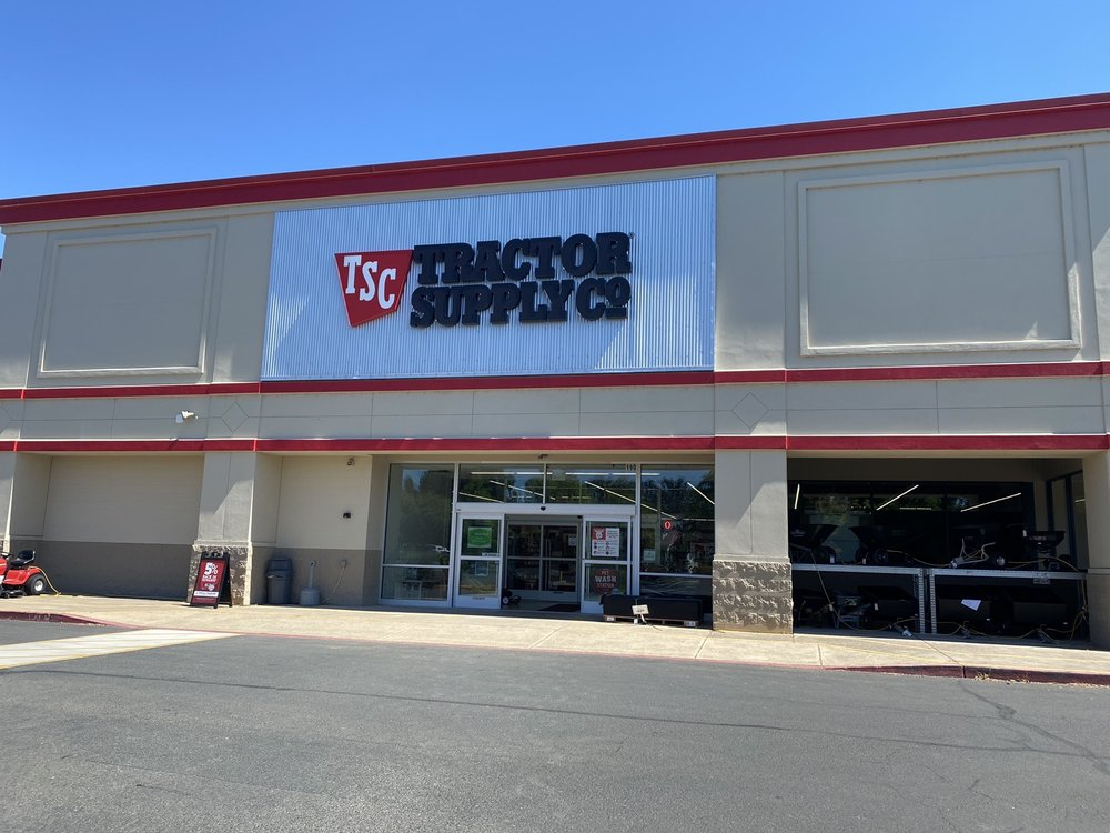 Tractor Supply: 190 Emerald Pkwy, Creswell, OR