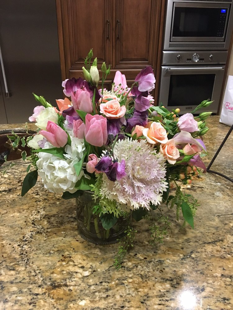 Fiore Floral & Gifts: 18817 E Highway 26, Linden, CA
