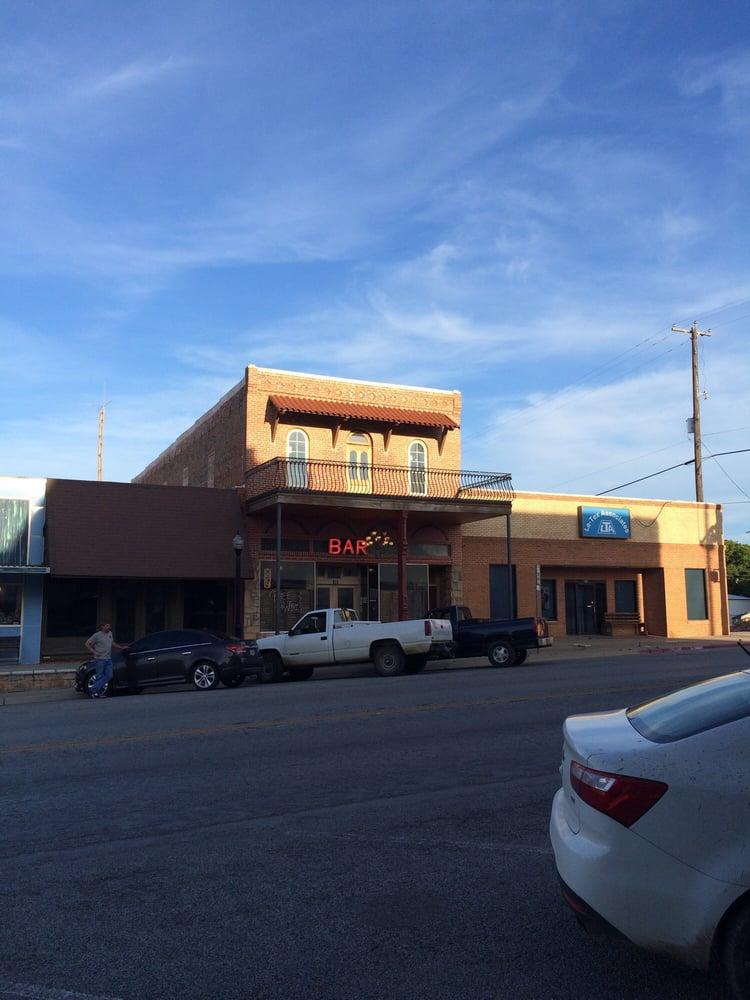 The Gallery: 109 N Texas St, De Leon, TX