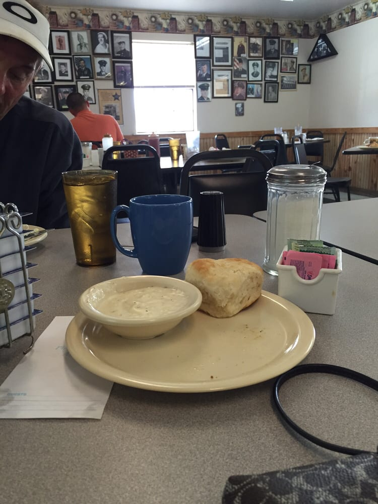 Bev's Home Cooking: 409 US Hwy 271, Wister, OK
