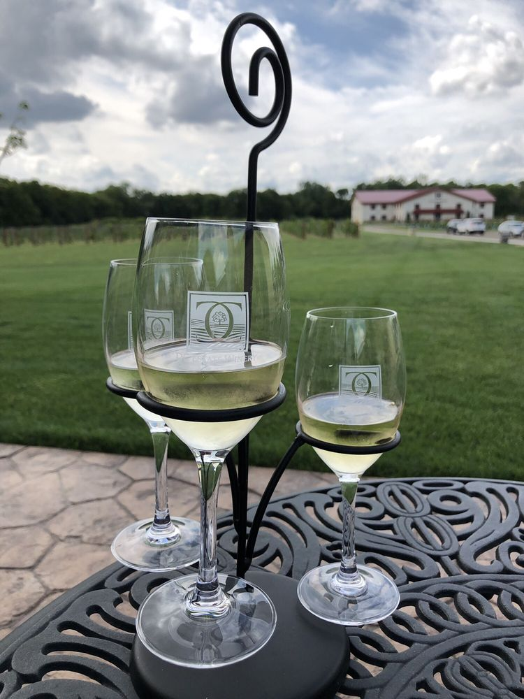 DC Estate Winery: 8877 Stateline Rd, South Beloit, IL