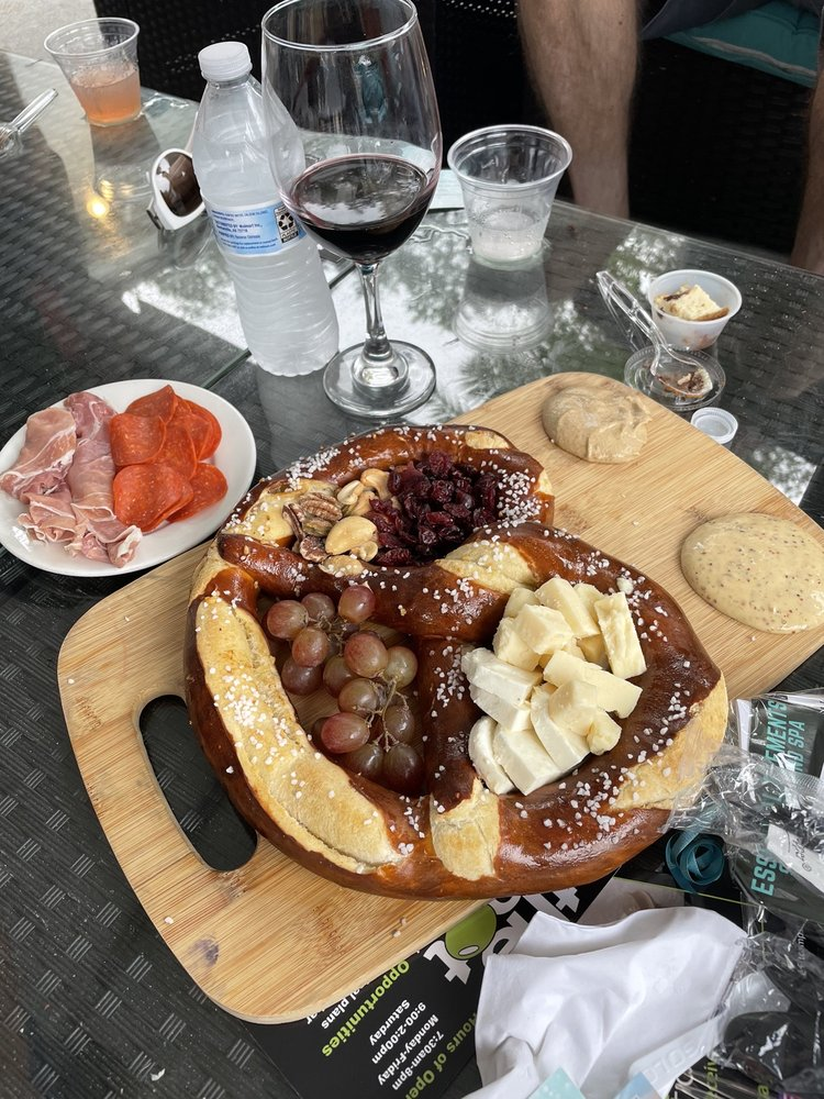 Hammock Wine & Cheese: 5368 N Oceanshore Blvd, Palm Coast, FL