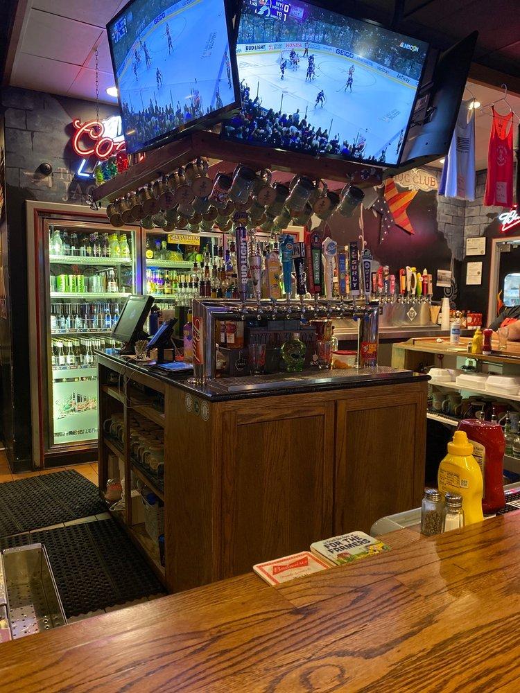 Wild Hare American Bar & Grill: 2512 White Tail Dr, Cedar Falls, IA