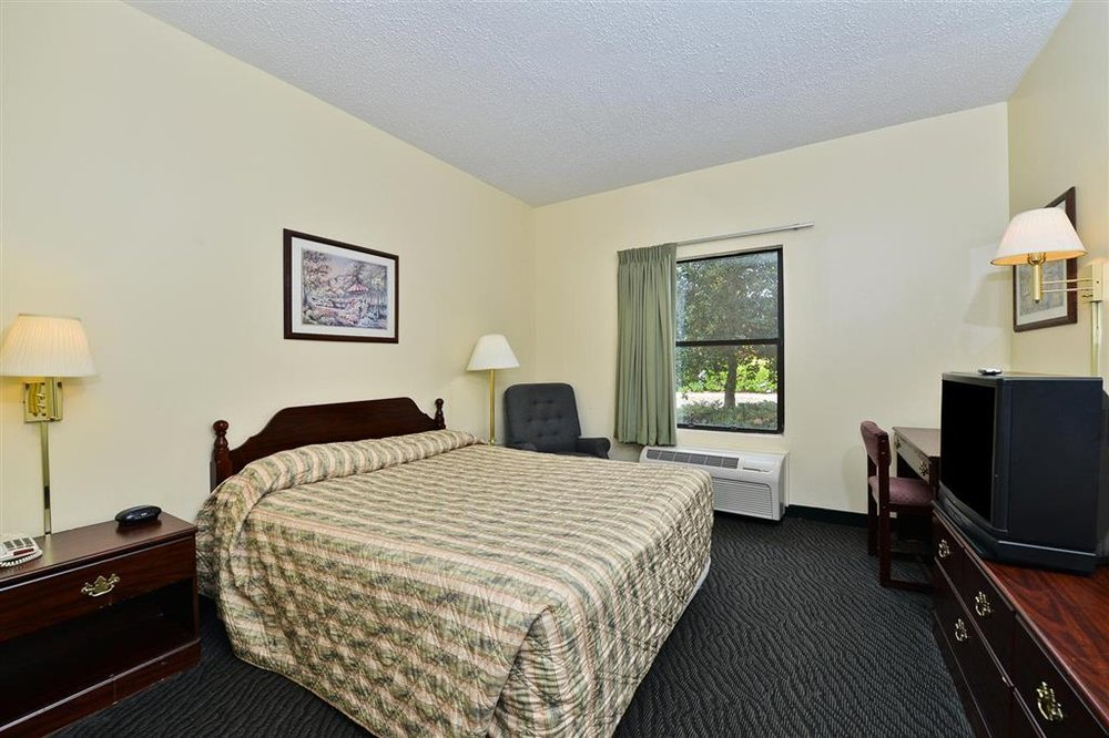 Americas Best Value Inn Aiken: 2577 Whiskey Rd, Aiken, SC