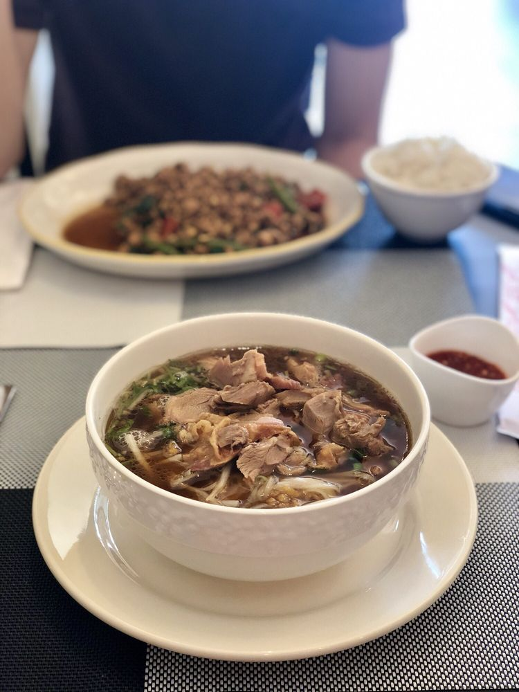 Pineapple Thai cuisine: 17 Boylston St, Chestnut Hill, MA
