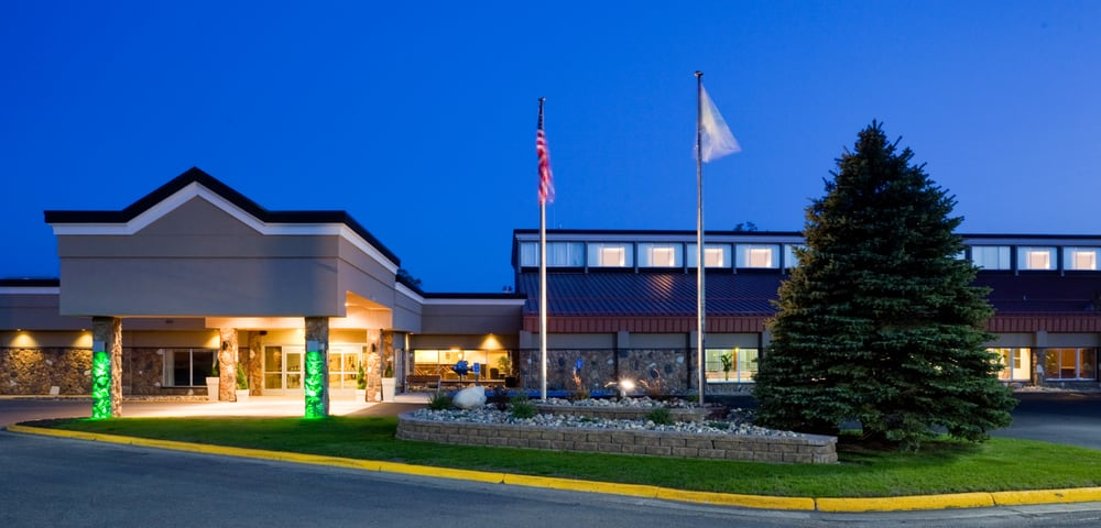 Holiday Inn Detroit Lakes - Lakefront: 1155 Hwy 10 E, Detroit Lakes, MN