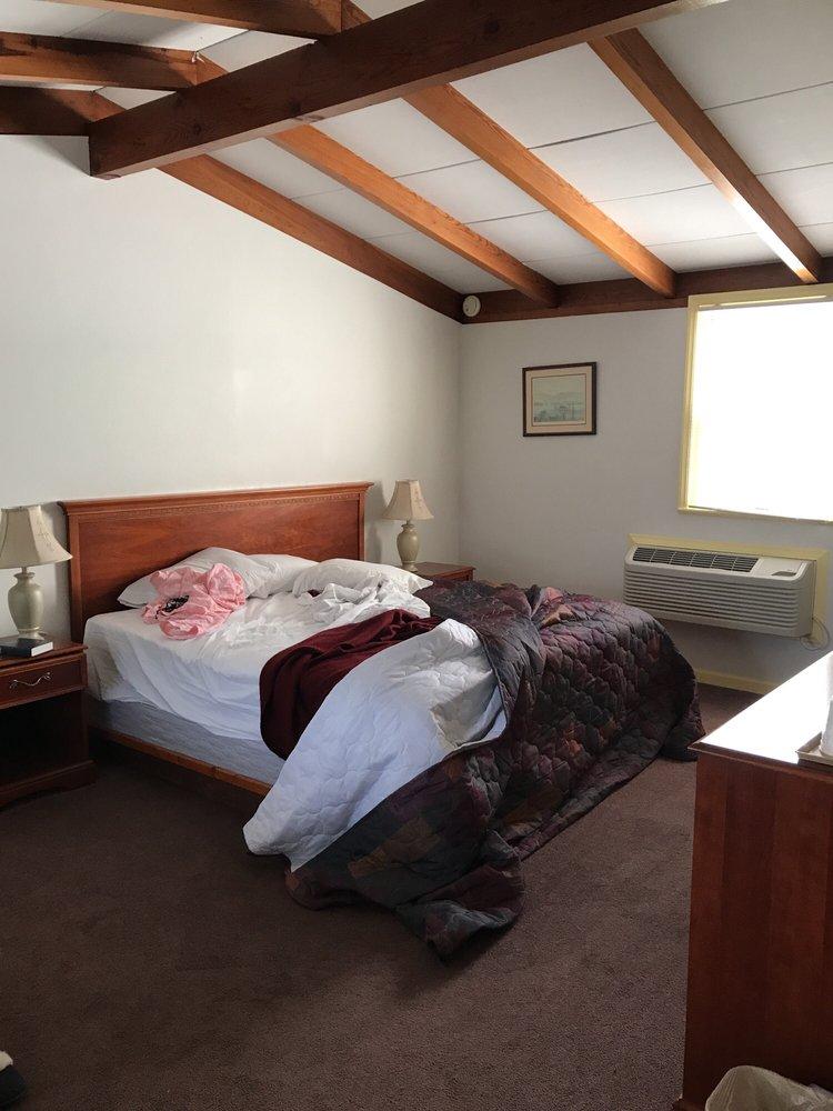 Wattstull Inn: 130 Arcadia Rd, Buchanan, VA