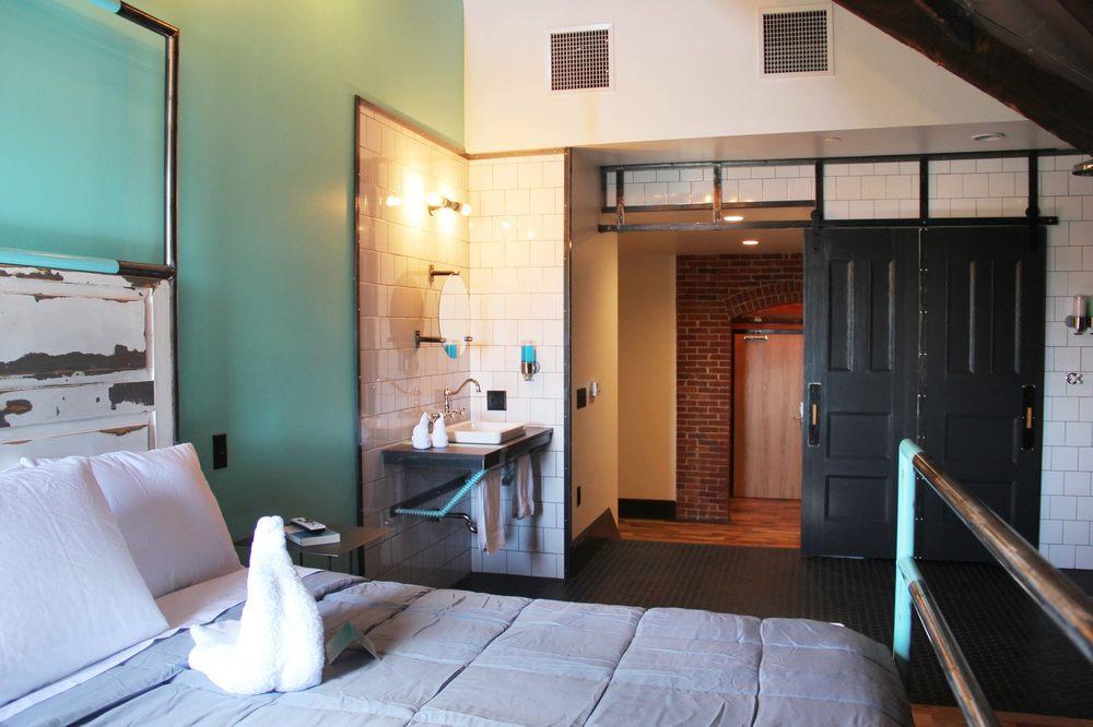 City Hall Grand Hotel: 454 Pine St, Williamsport, PA