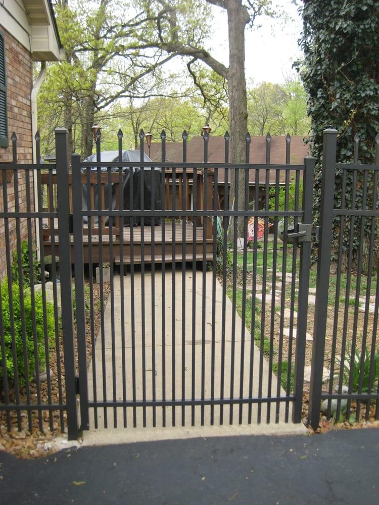 Alton fence door garage door services 3100 belle st for Garage fence