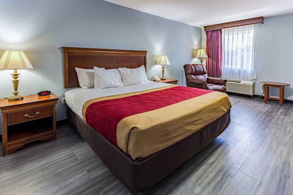 Econo Lodge: 922 City Ave South, Ripley, MS