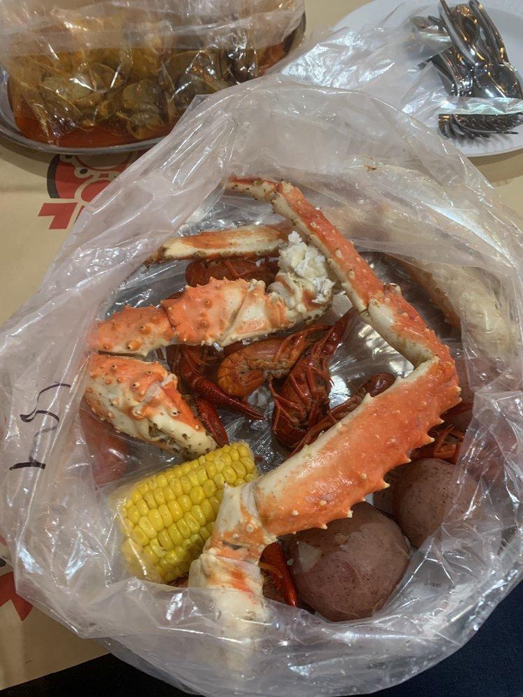 Mr and Mrs Crab: 4426 W Gandy Blvd, Tampa, FL