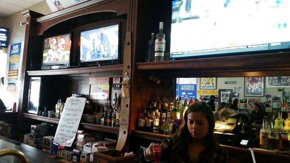 The Office Sports Bar & Grill: 1919 W Iles Ave, Springfield, IL