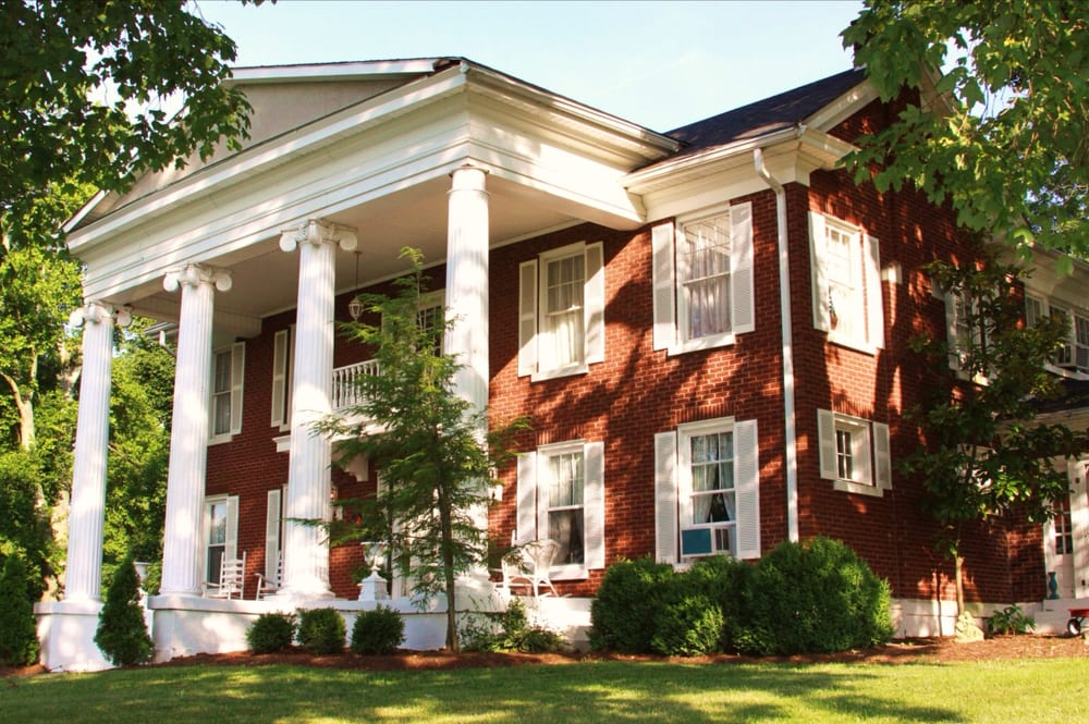 Federal Grove Bed & Breakfast: 475 E Main St, Auburn, KY