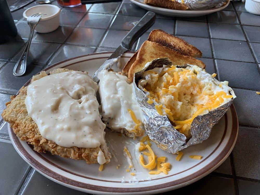 Mill Creek Cafe: 849 US 83 S, Leakey, TX