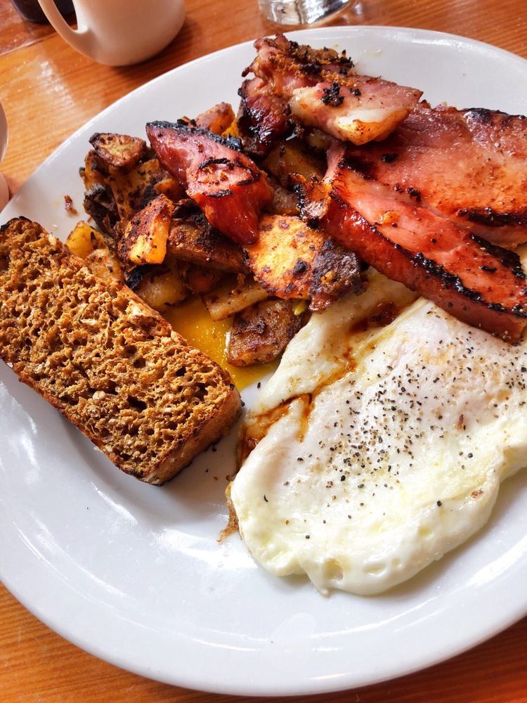 Yolk Breakfast: 503 Laneda Ave, Manzanita, OR