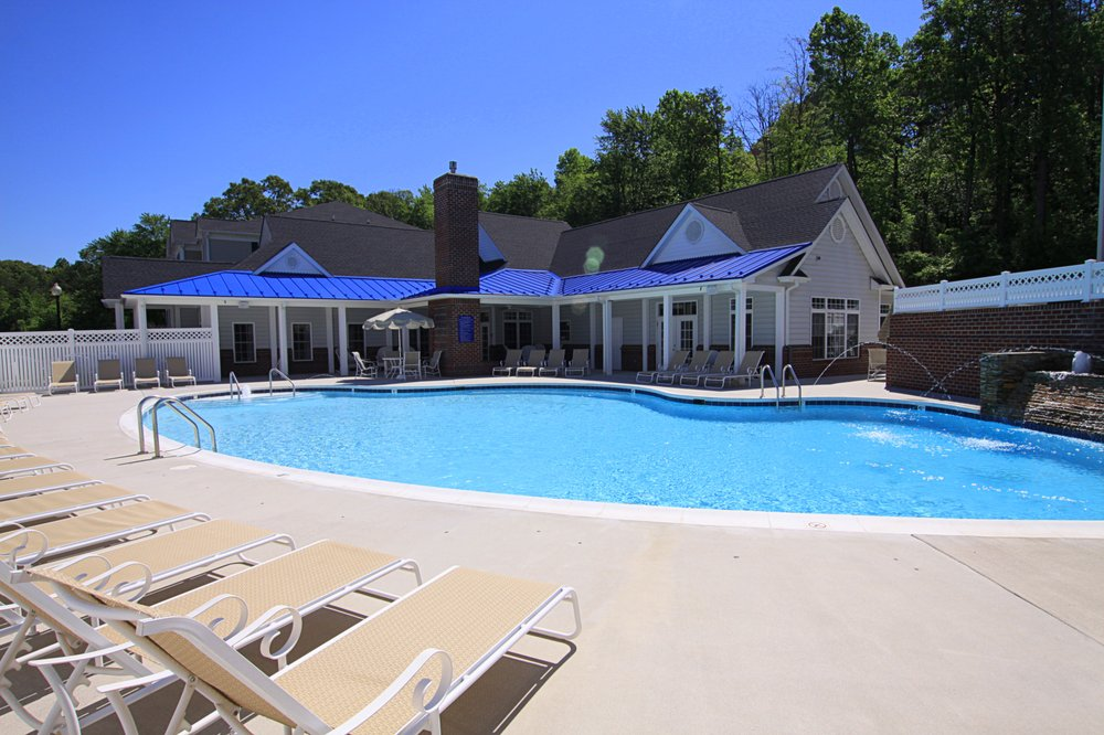 Willow Brook Luxury Apartment Community: 120 Clubhouse Dr, Lynchburg, VA