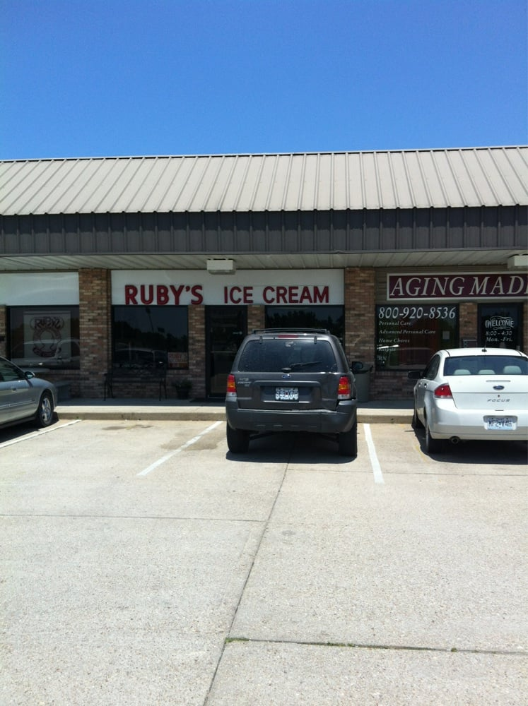 Ruby's Ice Cream: 814 N Jefferson St, Saint James, MO