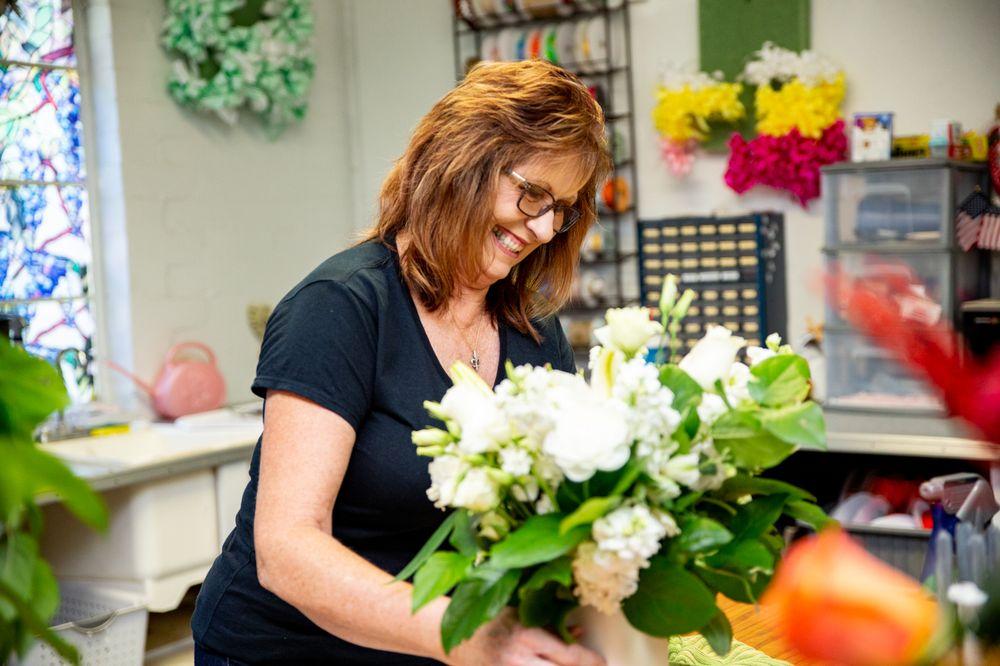 Glenda's Flowers & Gifts: 307 Ave E, Kentwood, LA