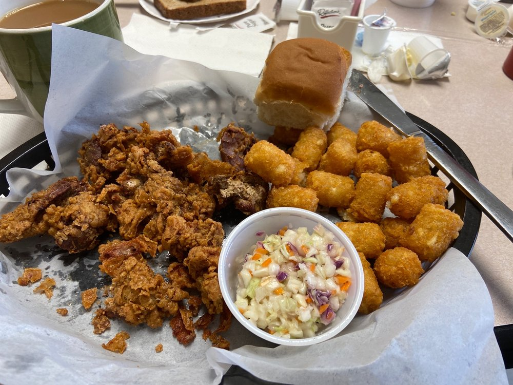 Corner Diner: 302 E Boyce St, Manning, SC