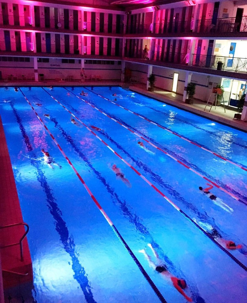 Piscine pontoise 35 reviews swimming pools 19 rue de for Piscine paris