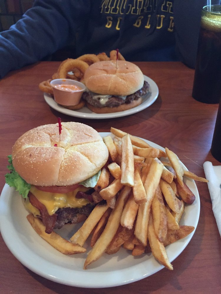 Twin Lakes Restaurant: 100 Decker St, Bellevue, OH
