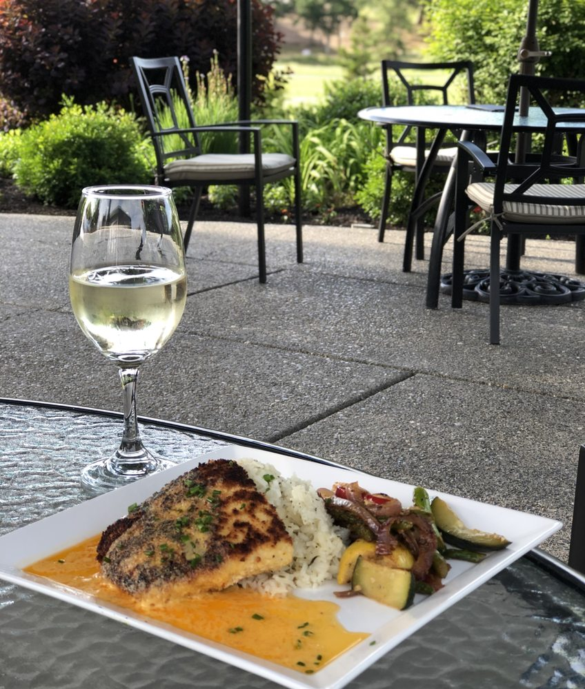 Talon Grill: 100 Eagle Point Dr, Eagle Point, OR