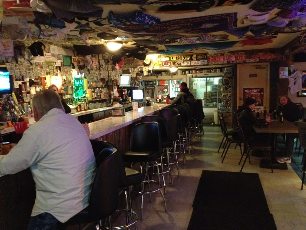 Snuffy's Reloaded Bar & Grill: 1313 Bowling Green Rd E, Bradner, OH